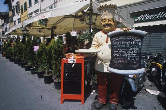 Соственик на ресторан во Франција забрани влез за банкари