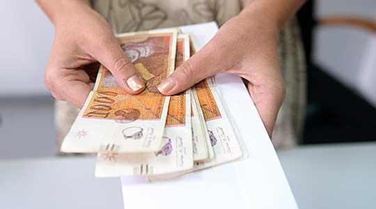 Исплатени социјалната и постојаната парична помош за декември