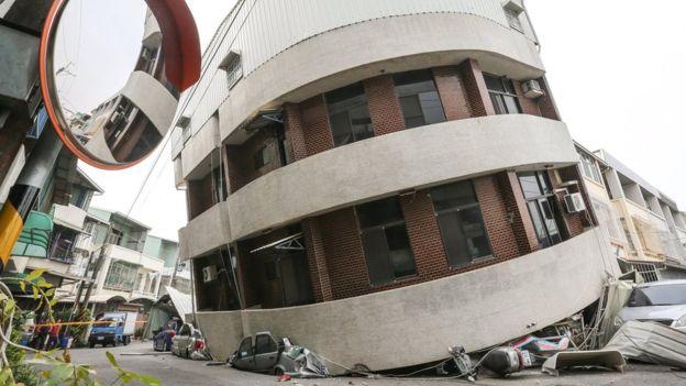 Најмалку 11 лица загинаа во силниот земјотрес во Тајван
