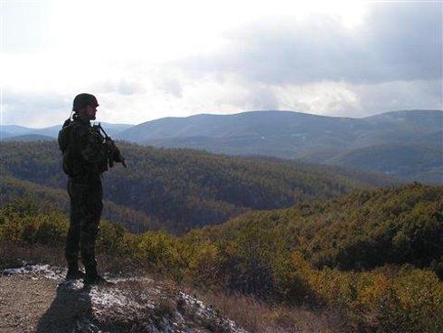 Српската напредна партија бара војска на границата со Македонија