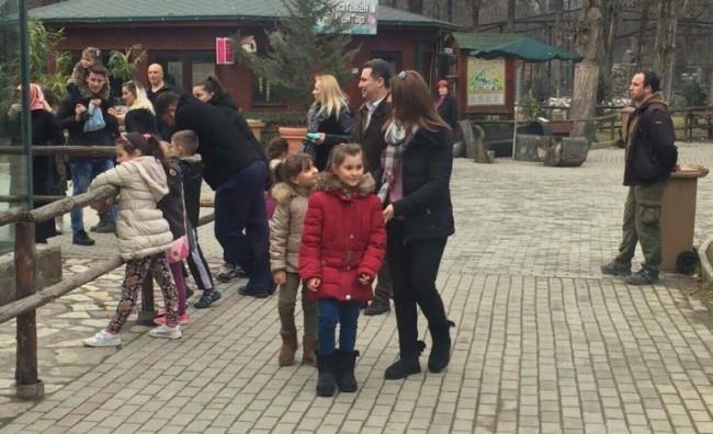 Груевски со семејството во посета на Зоолошка