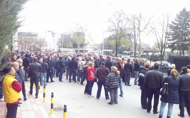 Нов протест пред МВР за узурпираната парцела за крстот во Бутел