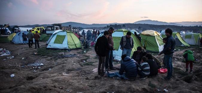 Околу 800 бегалци го напуштија бегалскиот камп во Идомени