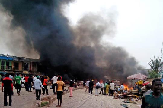 Најмалку 22 верници загинаа во два бомбашки напада врз џамија во Нигерија