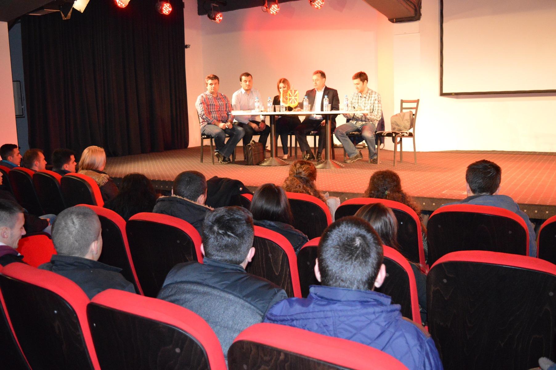 """Трибина """"Учество на младите во донесувањето  одлуки на локално ниво"""" во Илинден"""
