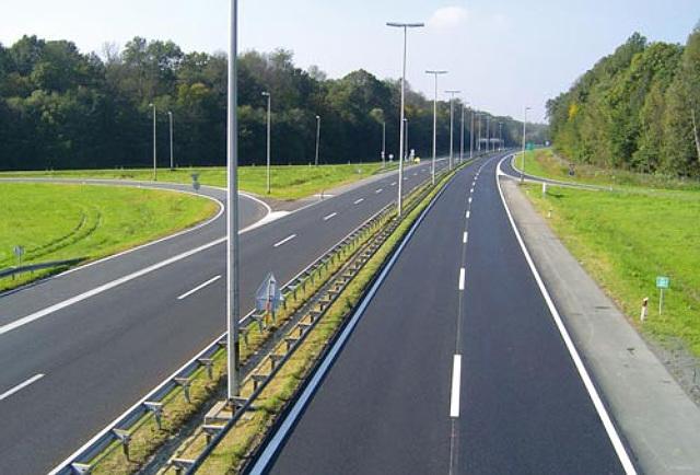 Сообраќајот без забрани, по суви коловози