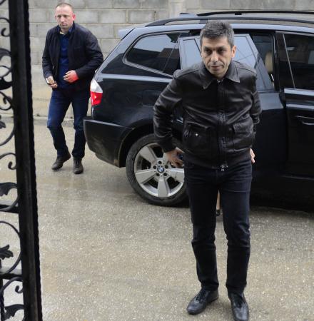 Додека МВР и Спасовски наводно го бараат, Беќир Асани од Мала Речица порачува: Јас сум тука