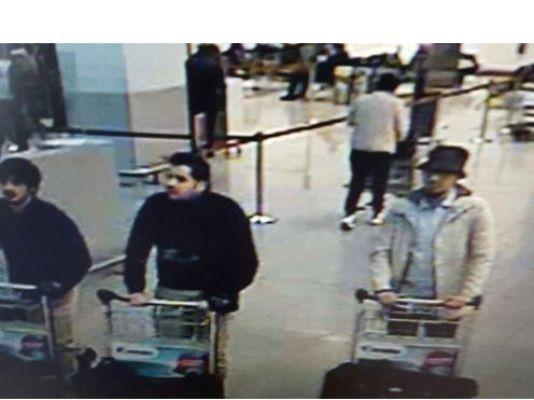Фејсал Шефуа e терористот на фотографијата со шапка, а бил идентификуван од таксистот што ја превезувал групат до аеродромот.