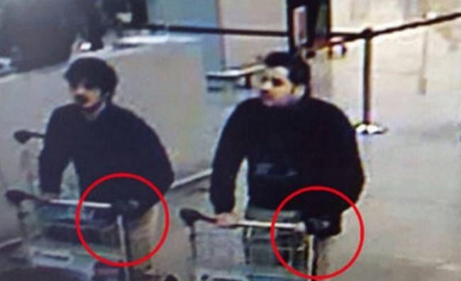 Осомничените за нападот во Брисел снимени на аеродром со куфери