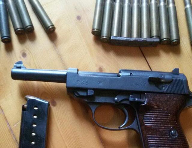 """Претресите за """"Фабриката за афери"""" се уште траат: Пронајдени панцир и боева муниција"""