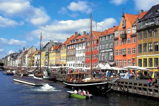Девојка од Данска обвинета дека подготвувала терористички напади врз училишта