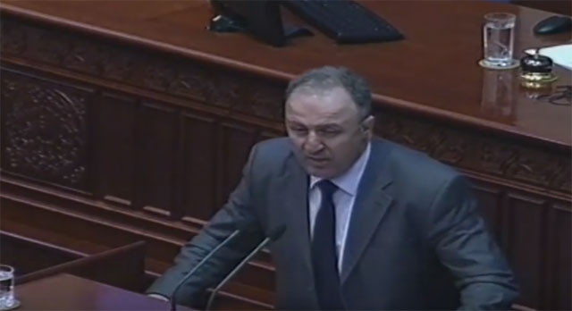 Димков до СДСМ: Се работи за татковината, се работи за одбраната на Македонија, а вие си играте играчки!