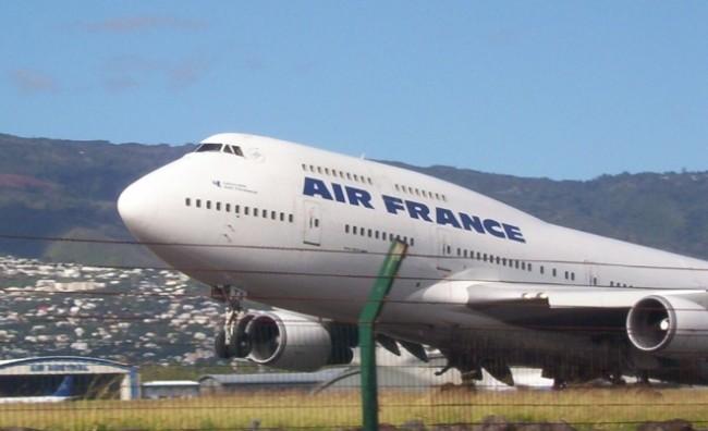 Четиригодишно дете прошверцувано во чанта во авион