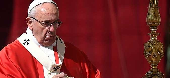 Папата Франциско: Да не дозволиме темнината и стравот да ни ги контролираат нашите срца