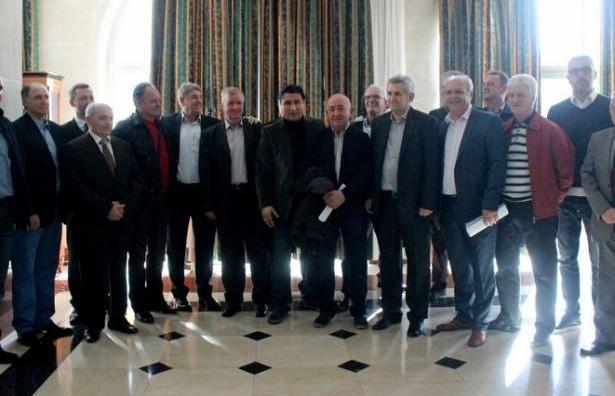 """Неделковски: Во фудбалот требаат промени, но """"обединетите"""" не се решението"""