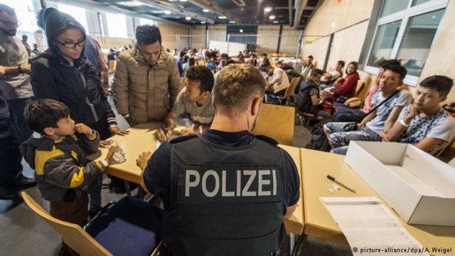 Половина милион нерегистрирани бегалци во Германија