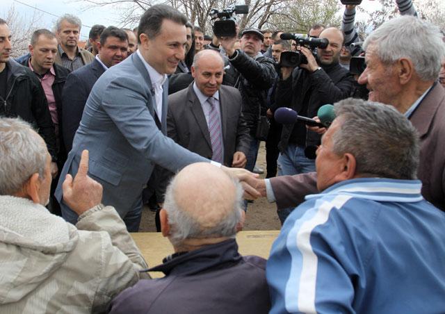 ФОТО: Груевски на средби со граѓаните на Штип
