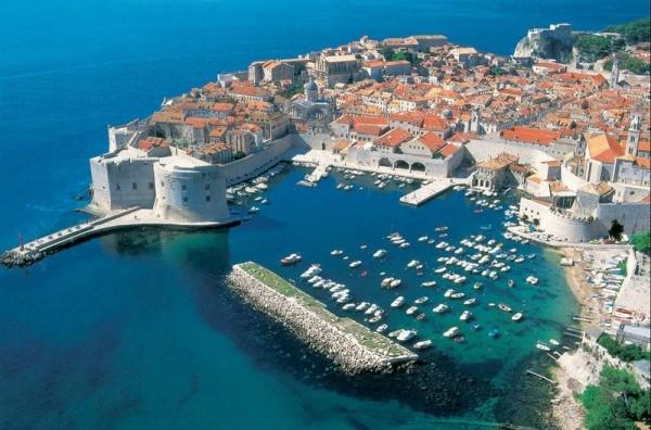 Хрватска бара Русија да не испраќа многу туристи ова лето