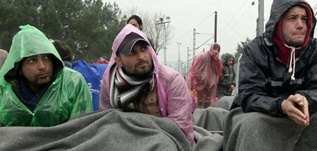 Грција почна да ги евакуира мигрантите од Идомени