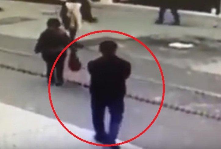 ВОЗНЕМИРУВАЧКО ВИДЕО: Бомбашот од Истанбул снимен неколку секунди пред експлозијата