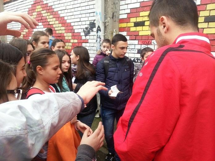 """Донација од ФФМ за учениците од """"Кирил Пејчиновиќ"""" во Кисела Вода"""