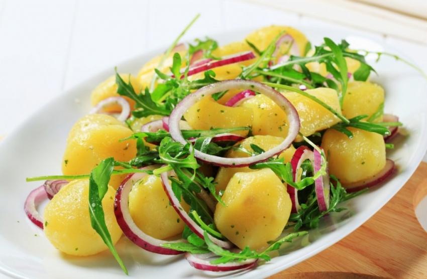 Рецепт: Лесна и посна салата од компири