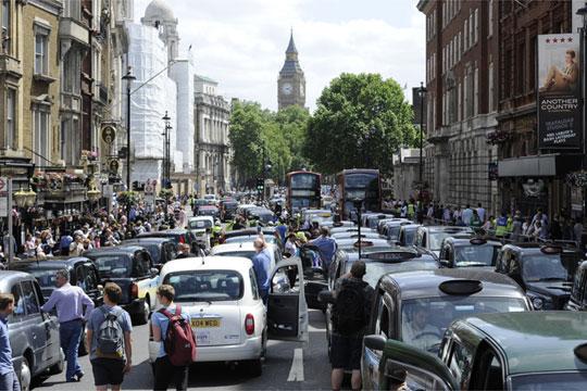 """Лондон е град каде возачите најмногу време се """"заглавени"""" во сообраќајот"""