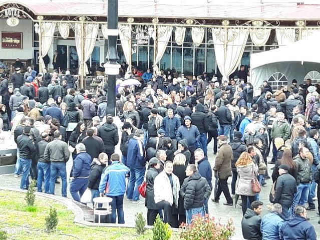 И утрово река поддржувачи пред Уставен (ФОТО)
