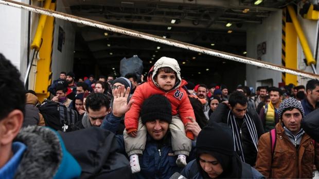 Протест на мигрантите пред зградата на Европската Комисија во Атина
