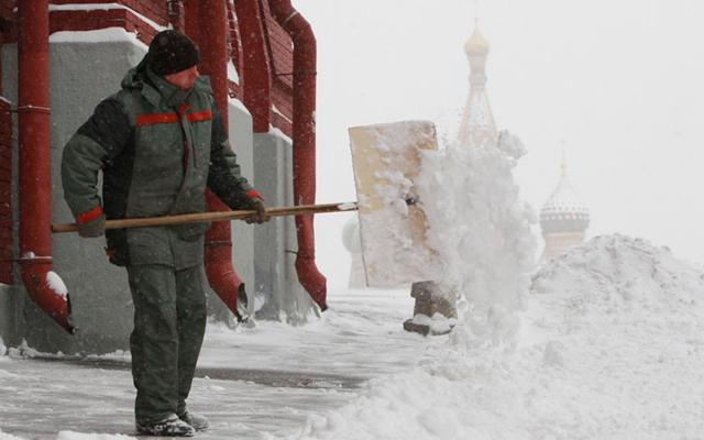 ФОТО: Рекордни снежни врнежи во Москва