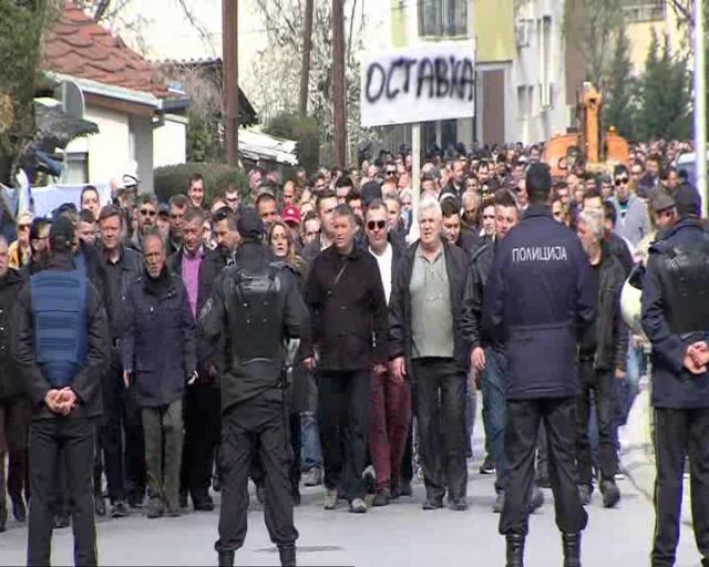 Нов масовен протест пред МВР: Граѓаните бараат Спасовски да обезбеди доизградба на крстот