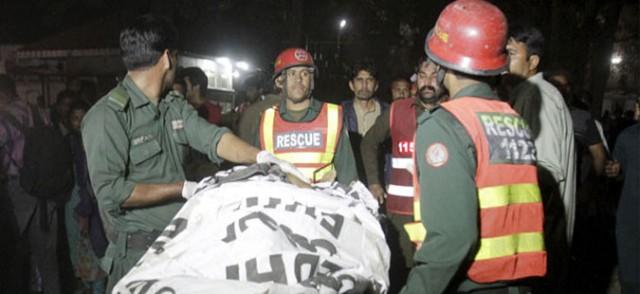 Масакр за Велигден во Пакистан: 72 лица убиени, 200 ранети