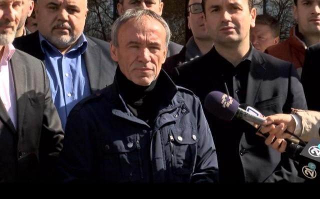 Латиновски: Спасовски да го ослободи узурпираниот простор