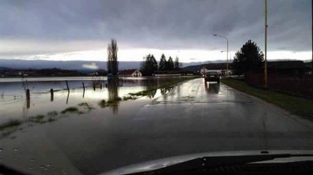 Србија: Поради поплавите прогласена вонредна состојба во Чачак и Лучани