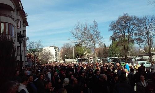 Масовен протест пред МВР, граѓаните бараат оставка од Спасовски
