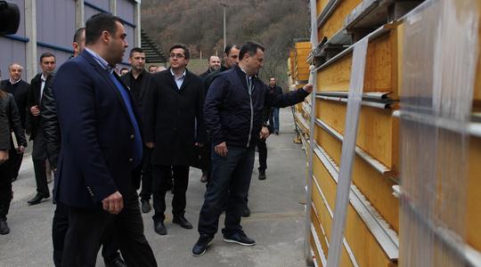 """Груевски ја посети компанијата """"Рудине"""" во Делчево"""