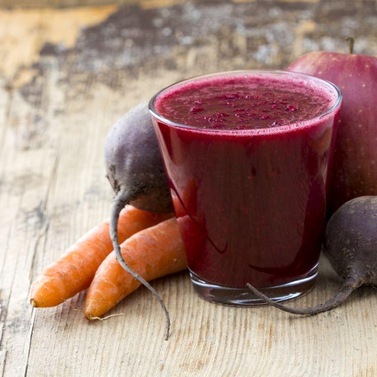 Рецепт: Домашен сок од цвекло и моркови (видео)