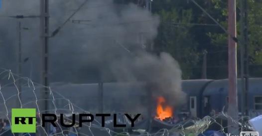 Тепачка меѓу бегалци во Идомени, заврши со палење на воз