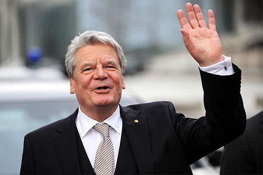 Newly elected German President Joachim Gauck waves as he leaves the Federal Assembly at the Reichstag in Berlin, Germany, 18 March 2012. The Federal Assembly elected the former GDR civil rights advocate as the successor of Christian Wulff. The 72 year old received 991 of 1228 valid votes. Photo: Sebastian Kahnert