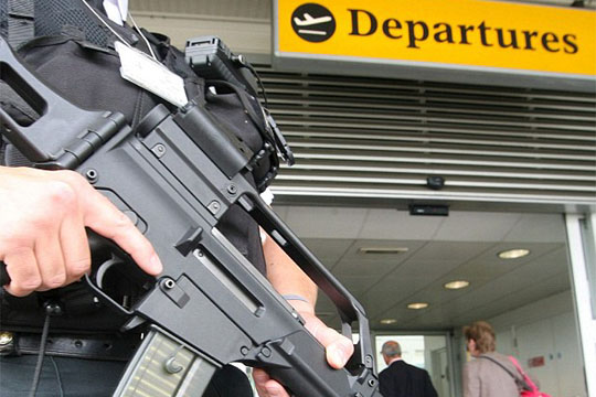 epa00791860 Heavily armed policeman mans the entrance to the departures gate at Southampton Airport Thursday 10th August 2006. Thousands of air passengers faced travel chaos today with many flights cancelled and Heathrow closed to incoming short haul services following new anti-terrorism measures. Passengers were being told that they would not be able to take hand luggage with them onto planes following  a suspected plot to blow up planes over the UK was disrupted.  EPA/ROD KIRKPATRICK +++++++UK AND IRELAND OUT+++++++