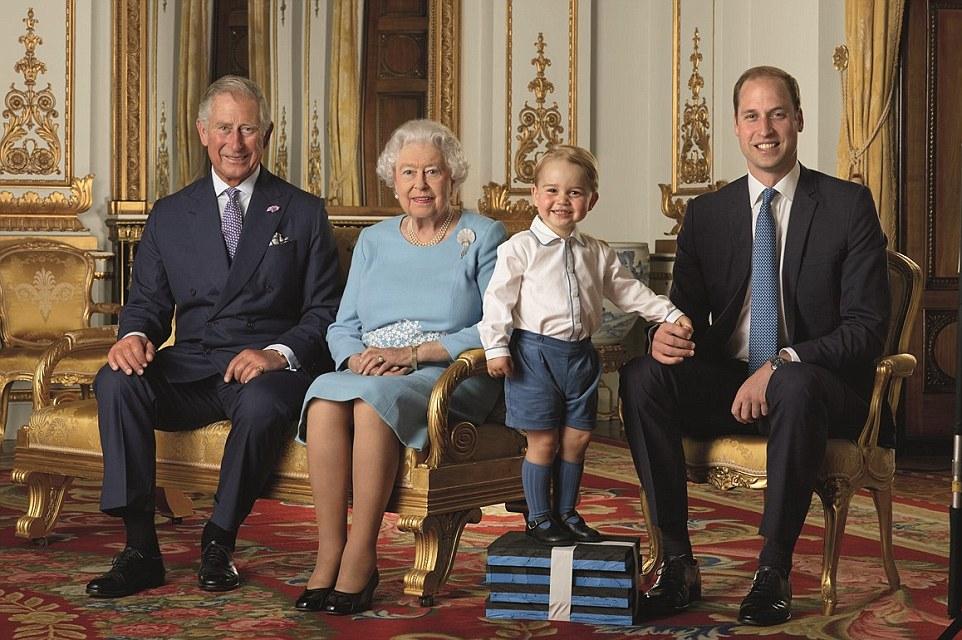 ФОТО: Принцот Џорџ позира со Кралицата Елизабета за нејзиниот роденден