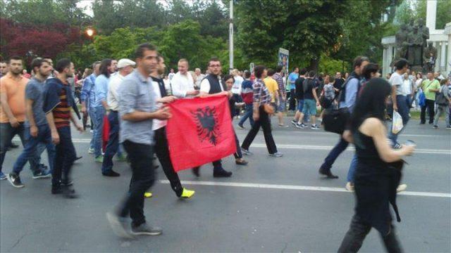 albansko-zname-protest