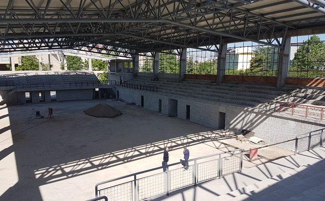 """Интензивно се градат спортските сали на УКИМ и Домот за деца без родители """"11-ти Октомври"""""""