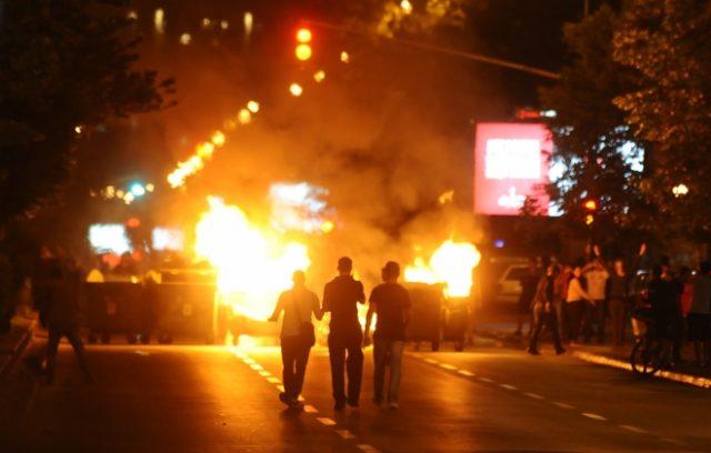 ФОТО: СДСМ со истите хулигани од 5-ти мај обучувани од Канвас и сега создава немири и насилство- исто како во Украина