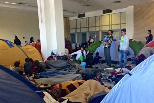 Драматична ситуација во прифатниот центар Елиникон крај Атина