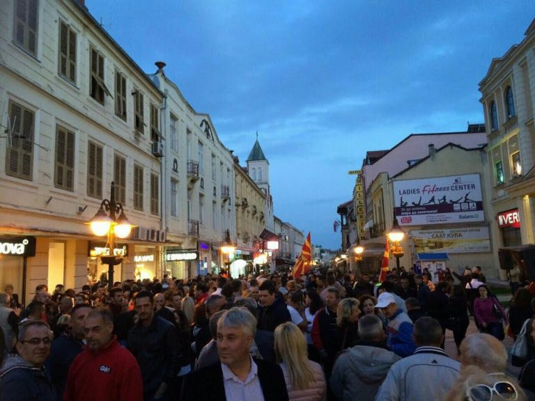 Битолчани и вечерва масовно ЗА избори на 5-ти јуни и и НЕ за деструкциите на СДСМ (ФОТО)