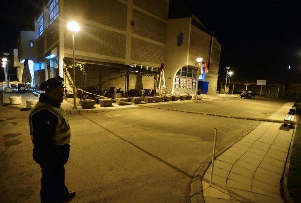 ФОТО: Фрлена бомба кон салата во Косово каде Вучиќ треба да има обраќање