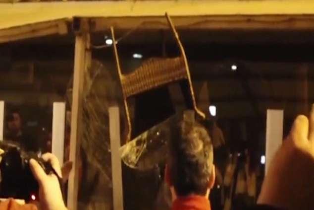 """ВИДЕО: Активистите на СДСМ и СОРОС го демолираа хотелот """"Плаза""""!"""