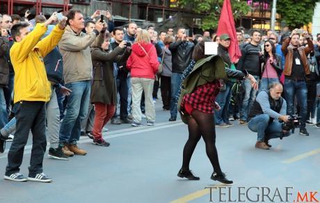 demonstracii-bez-dolna obleka