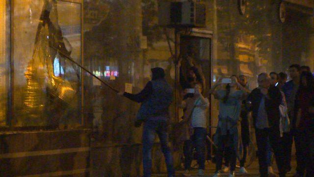 ФОТО + ВИДЕО: Приведени десетина хулигани на СДСМ